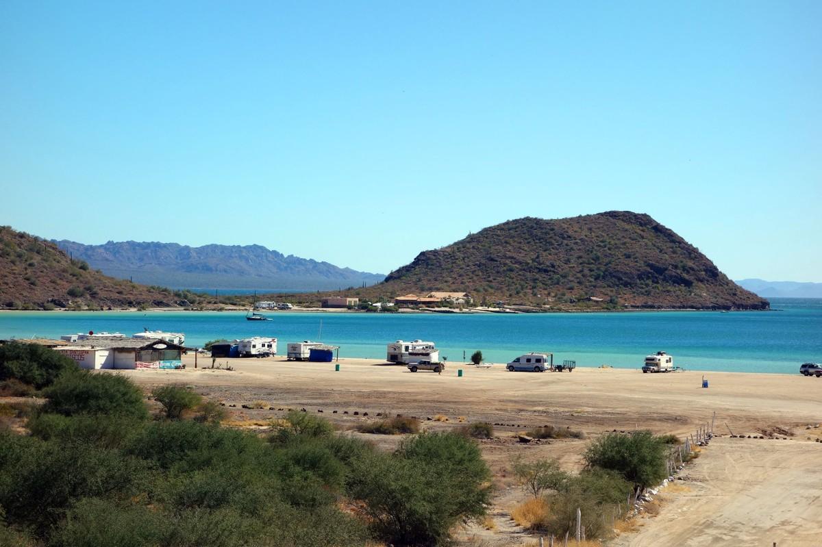 La playa Santispac