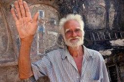 Tisey, Nicaragua : Don Alberto. Sculpteur et poète. Il sculpte sa montagne depuis 39 ans.