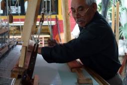 Oaxaca, Mexique : un tisserand à l'oeuvre