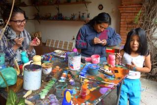 La famille au travail de peinture